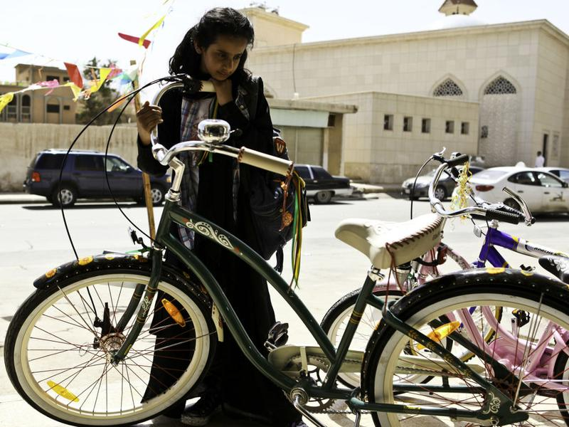 "A girl, a dream, a bike: a still from the movie ""Wadjda"""