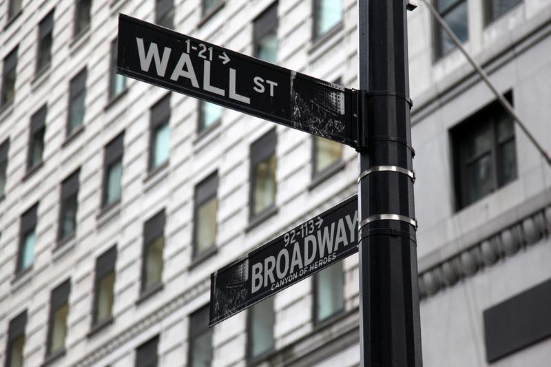 What are the Republican candidates proposing for Wall Street and the big banks?