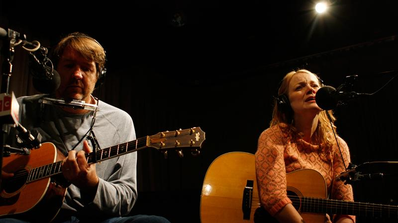 Bruce Robison and Kelly Wilis perform in the Soundcheck studio.