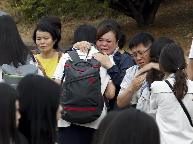 More than 70 second-year students who survived the sinking of the ferry Sewol returned to Danwon High School in Ansan, South Korea, on Wednesday.