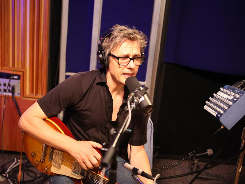 Dean Wareham live at KCRW's studio.