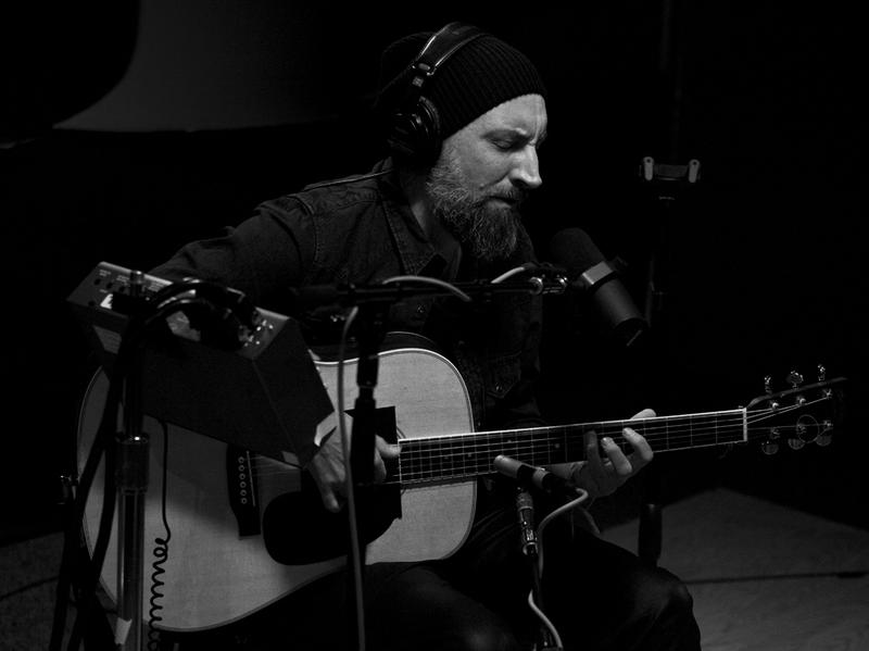 Fink live at KCRW's studio.