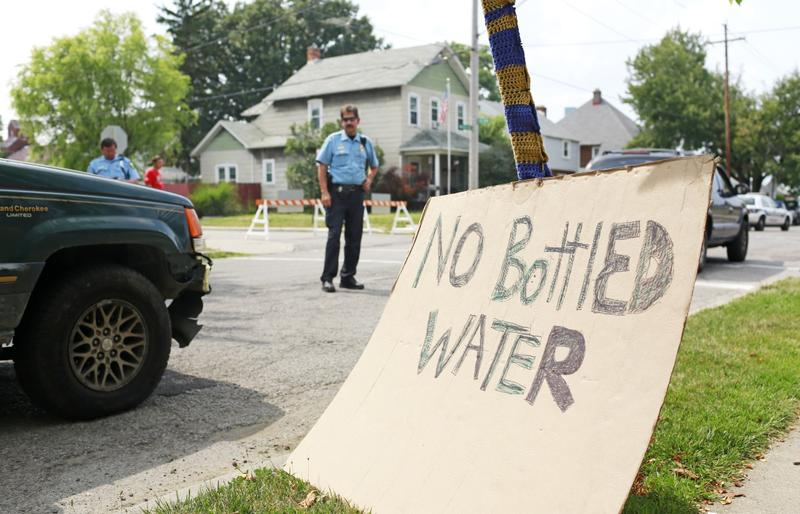 Toledo police officers direct traffic near a water distribution point at Waite High School, Sunday, Aug. 3, 2014, in Toledo, Ohio. (Haraz N. Ghanbari/AP)