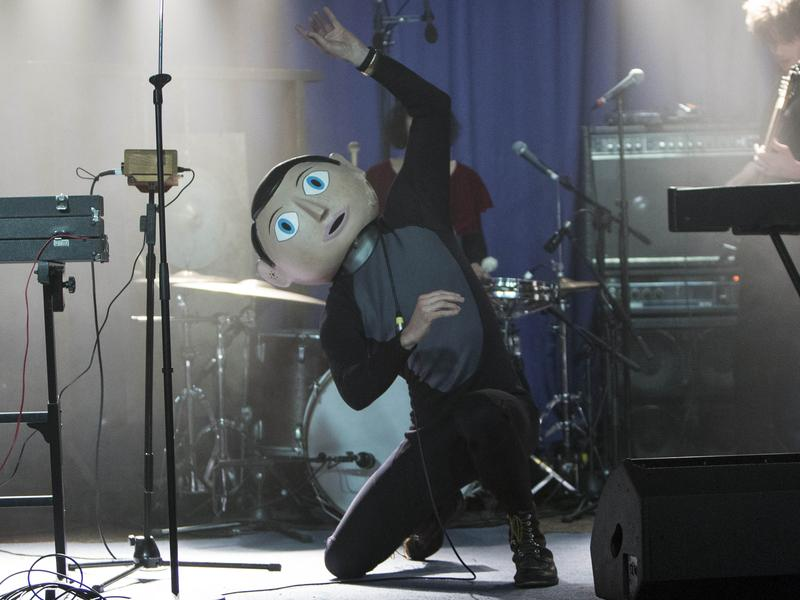 Michael Fassbender stars as Frank, the mysterious papier-mache head-wearing lead musician of an offbeat pop band called Soronprfbs in Lenny Abrahamson's <em>Frank</em>.