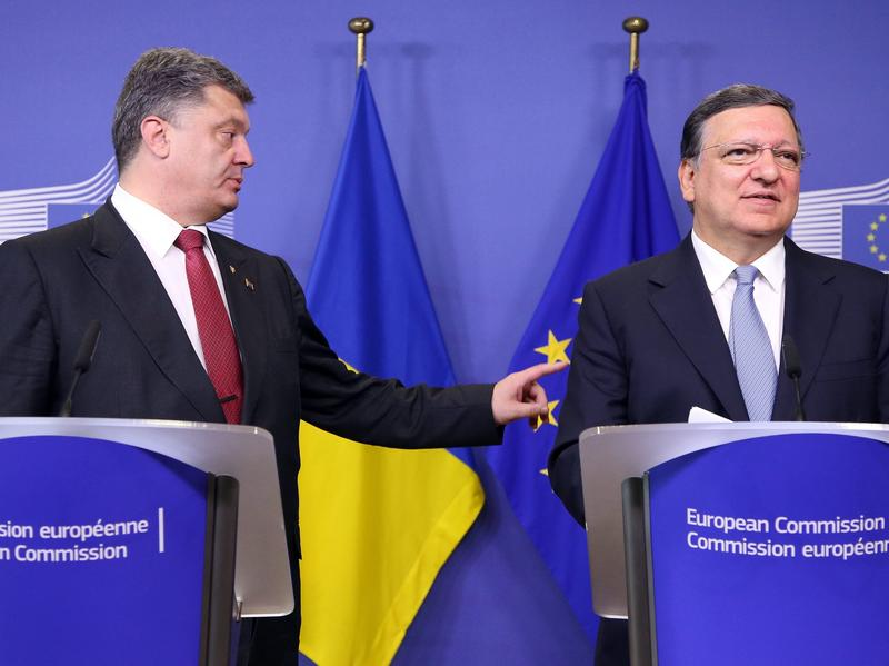 President of Ukraine Petro Poroshenko (left) and EU Commission President Jose Manuel Barroso during a news conference after a meeting at the EU Commission headquarters in Brussels on Saturday to discuss the crisis in eastern Ukraine.