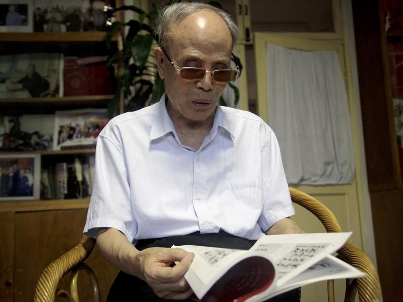 Du Daozheng browses his copy of <em>The Annals of the Chinese Nation</em>, or <em>Yanhuang Chunqiu,</em> in July at his home in Beijing. The 93-year old publisher, a stalwart of the Communist Party's embattled liberal wing, announced publication of the magazine would end after government officials ordered a leadership reshuffle and seized its offices.