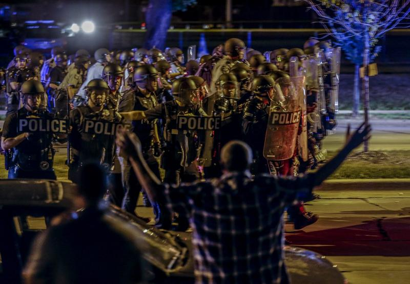 Police move in on a group of protesters throwing rocks at them in Milwaukee on Sunday, Aug. 14, 2016. (Jeffrey Phelps/AP)