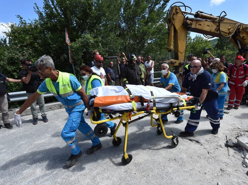 Rescue workers retrieve a dead body in a damaged building on Aug. 24, 2016 in Accumoli, Italy. (Giuseppe Bellini/Getty Images)