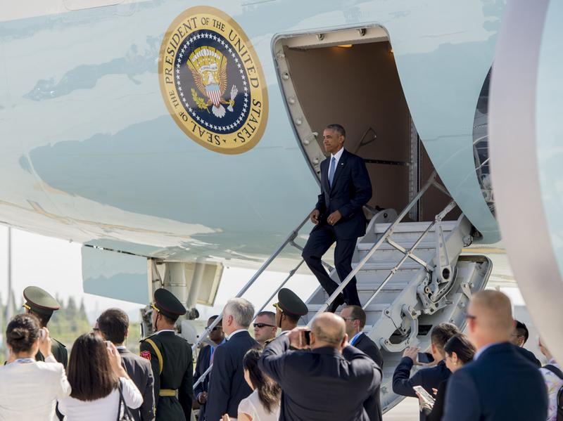 When President Barack Obama disembarked from Air Force One at Hangzhou Xioshan International Airport in China Saturday, he did so without using Chinese stairs — because none were provided.