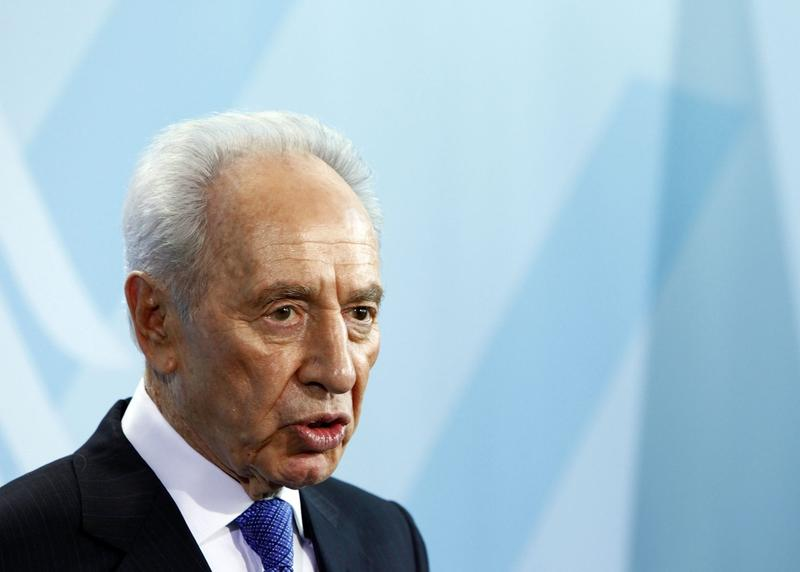 Former Israeli President Shimon Peres attends a press conference with German Chancellor Angela Merkel at the Chancellery on January 26, 2010 in Berlin, Germany. (Carsten Koall/Getty Images)