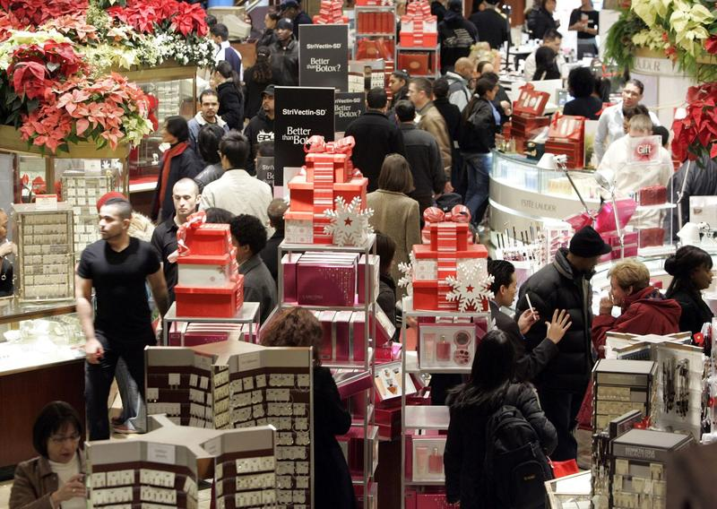 Last minute shoppers peruse merchandise at Macy's, Dec. 24, 2006 in New York City. (Stephen Chernin/Getty Images)
