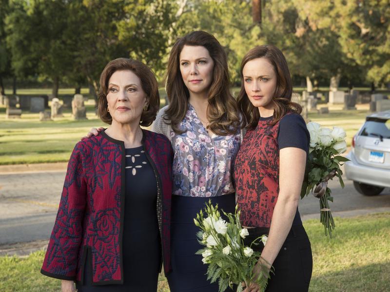 Emily Gilmore (Kelly Bishop), Lorelai Gilmore (Lauren Graham), and Rory Gilmore (Alexis Bledel).