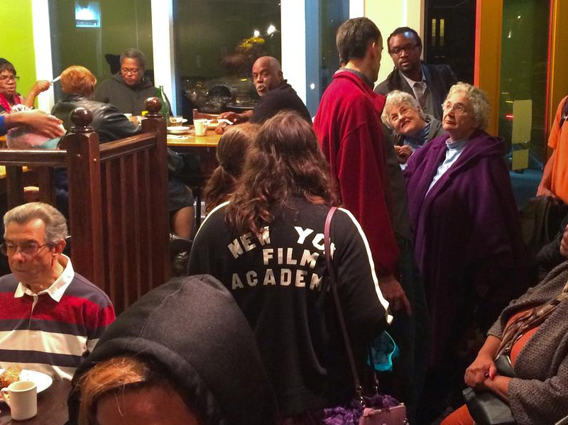 It's a packed house at Philly's EAT Café, which is trying to attract people of all income levels for a sit-down dining experience.
