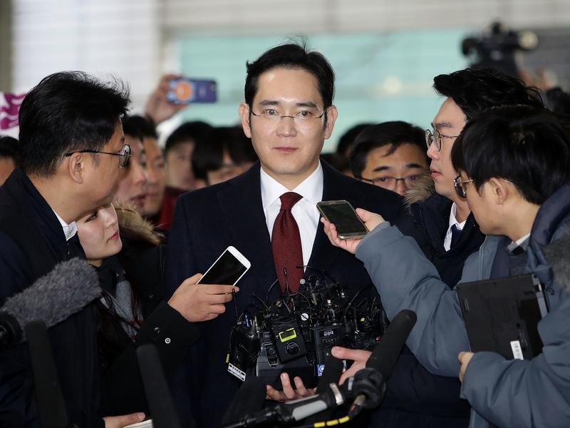 J.Y. Lee, vice chairman of Samsung Electronics, arrives at the office of the independent counsel last Thursday in Seoul, South Korea. Prosecutors are now seeking an arrest warrant for Lee.