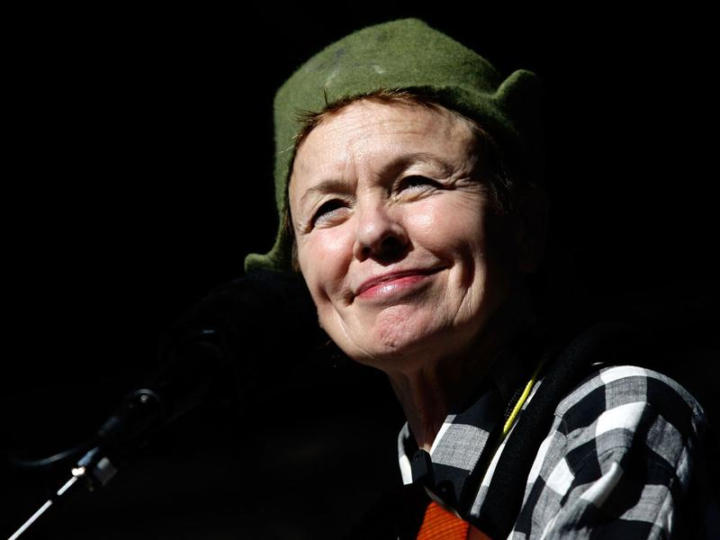 "Laurie Anderson finds a ""calm center"" in <em>Etude 10</em> by Philip Glass."
