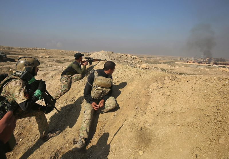 Iraqi forces advance on Feb. 23, 2017, toward Mosul airport on the southern edge of the jihadist stronghold for the first time since the Islamic State group overran the region in 2014. (Ahmad al-Rubaye/AFP/Getty Images)