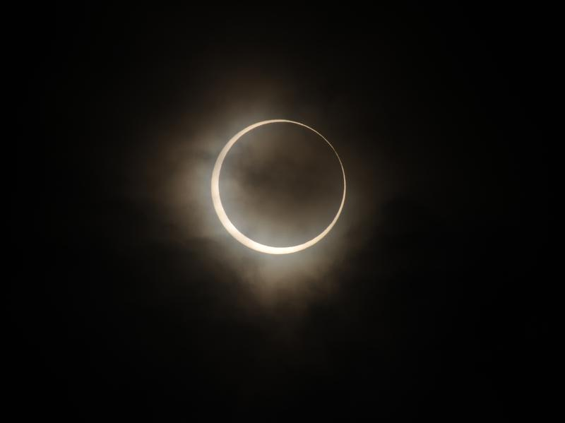 An annular solar eclipse observed from Tokyo in 2012.