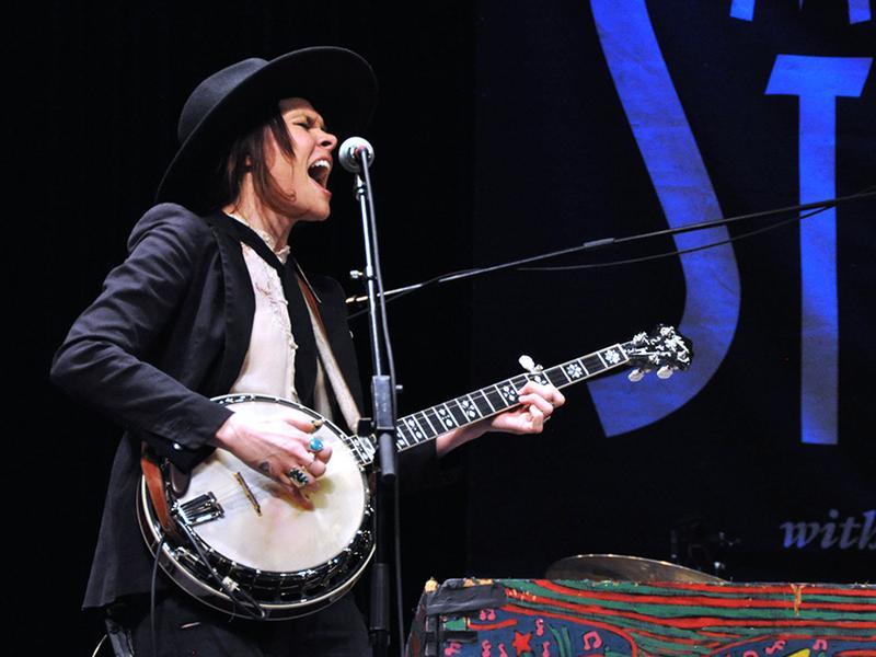 HoneyHoney performs on <em>Mountain Stage</em>.