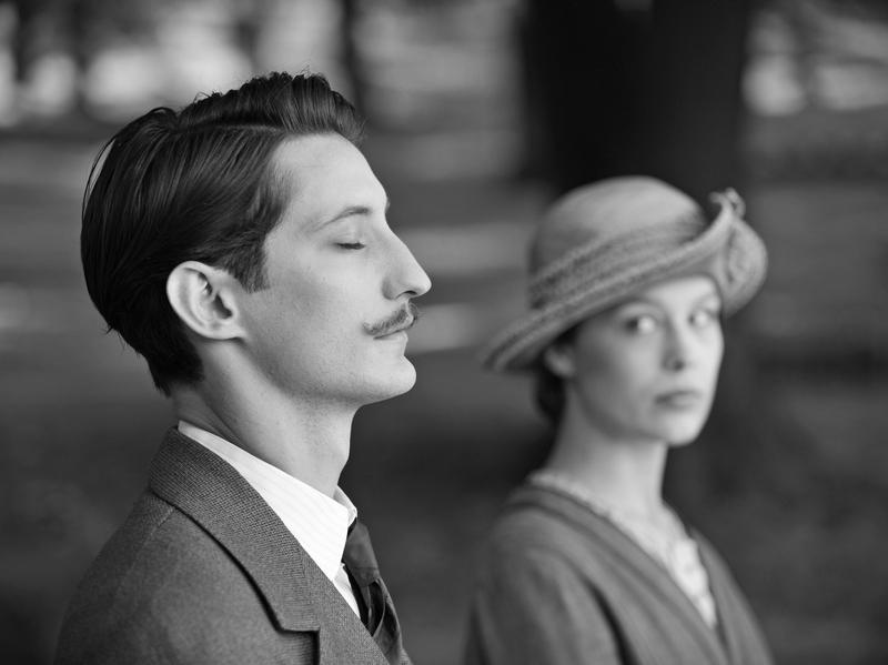 Adrien (Pierre Niney) and Anna (Paula Beer) share a graveside moment in <em>Frantz</em>.