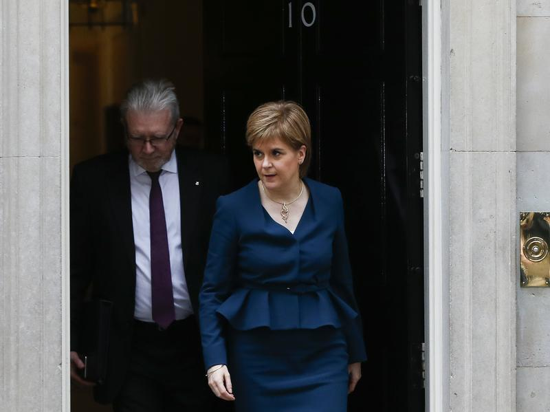 Scottish First Minister Nicola Sturgeon leaves 10 Downing Street in London after a meeting with British Prime Minister Theresa May about Brexit negotiations in November 2016.