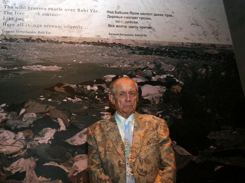 a summary of the story of babi yar by yevgeny yevtushenko Joan brady recalls a night with yevgeny yevtushenko, above the arctic  the  theme was war and peace—tolstoy's grandson as the guest of honor  he  began by telling a little of the history of his famous poem babi yar,.
