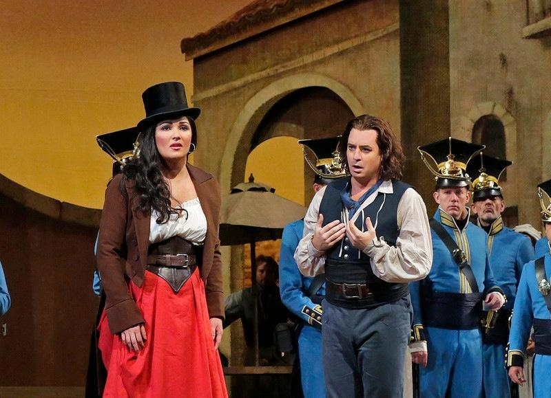 Anna Netrebko and Matthew Polenzani in Donizetti's 'L'Elisir d'Amore'