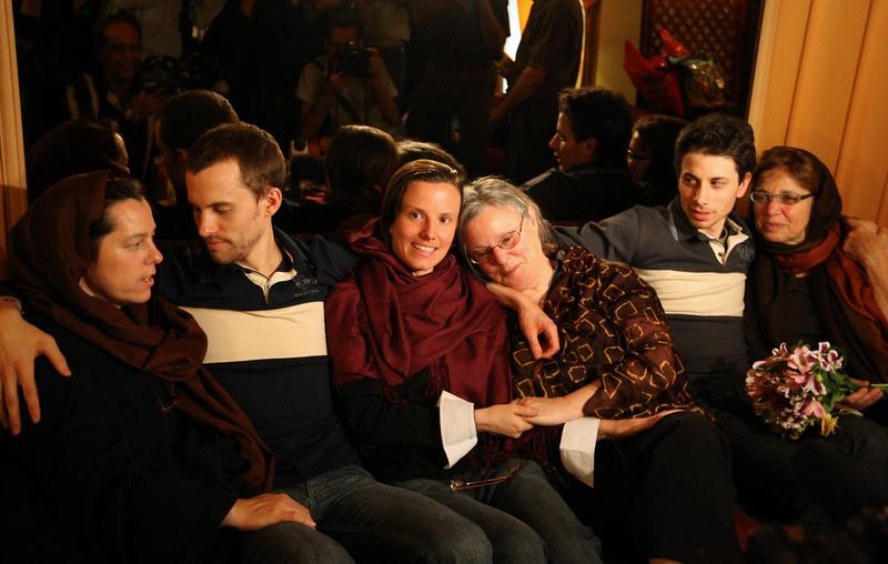 Detained US hikers Shane Bauer (2nd-L), Sarah Shourd (C-L) and Josh Fattal (2nd-R) sit with their mothers during their first meeting since their arrest, in the Iranian capital Tehran on May 20, 2010.