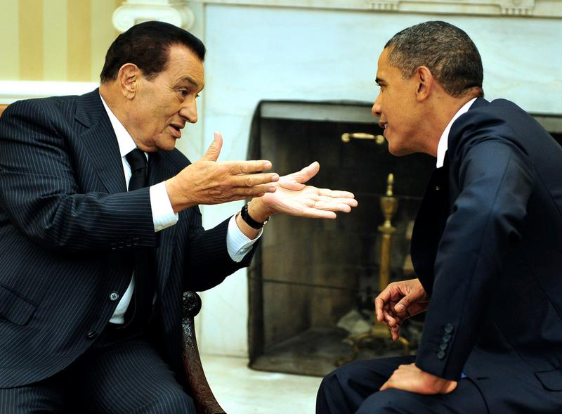 U.S. President Barack Obama (R) meets with Egyptian President Hosni Mubarak in the Oval Office of the White House September 1, 2010 in Washington, D.C.