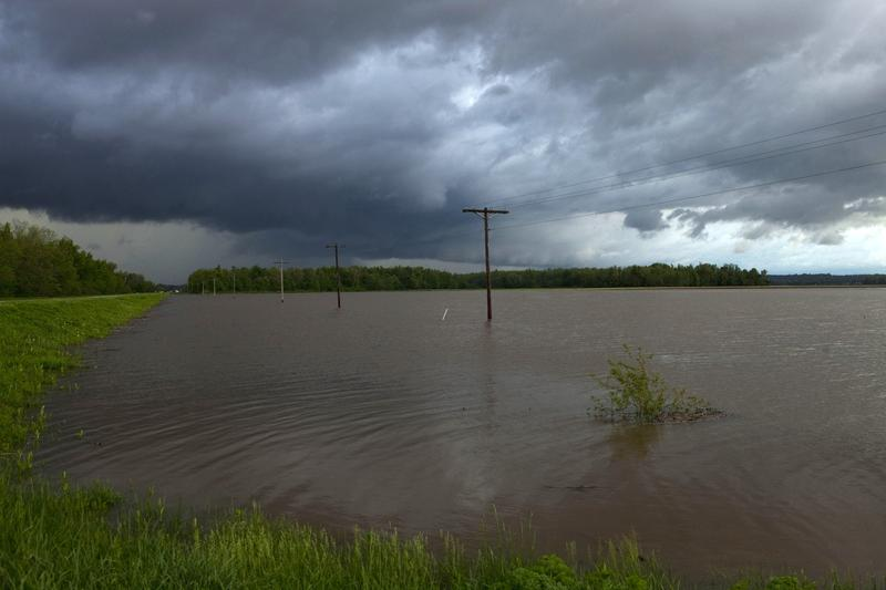 Storm clouds roll in over flooded farmland April 27, 2011 near Metropolis, Illinois. Severe storms have caused rivers and streams to rise in parts of southeastern Missouri and southern Illinois.