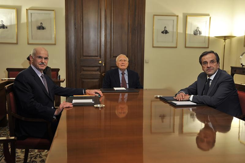 Greek Prime Minister George Papandreou, Greek President Carolos Papoulias and opposition leader Antonis Samaras meet at the presidental palace in Athens, on November 6, 2011.