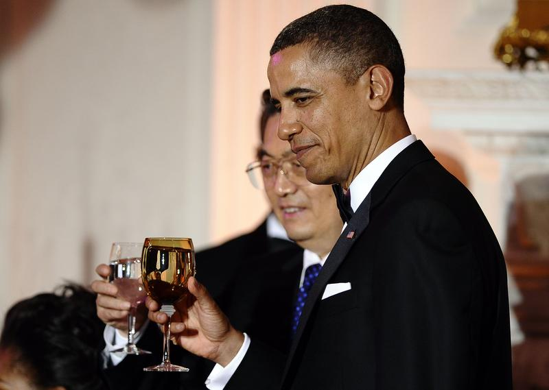 President Barack Obama toasts with Chinese President Hu Jintao during a State Dinner in Washington, D.C. January 19, 2011.