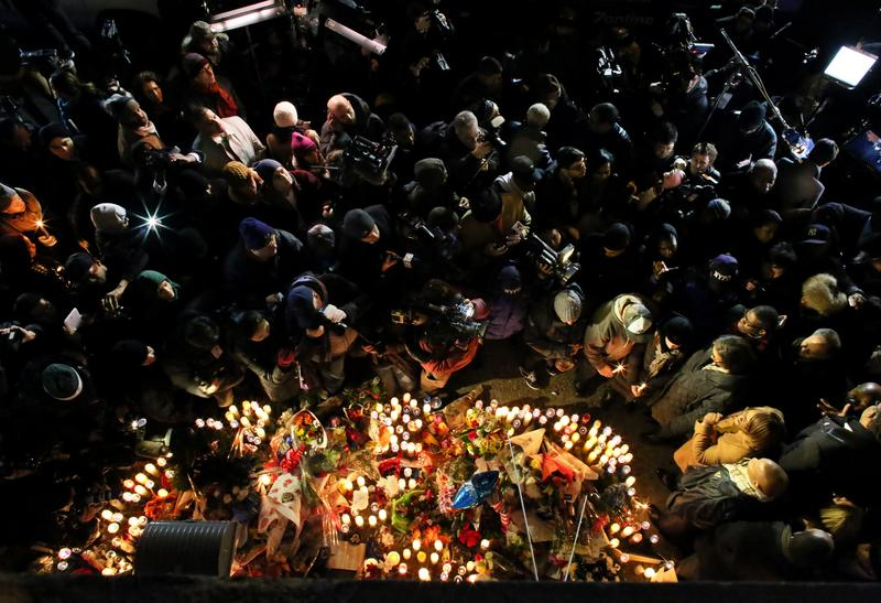 People attend a candlelight vigil on December 21, 2014 on Myrtle Ave. and Tompkins Ave. in Brooklyn, after the slaying of two police officers there.