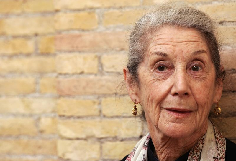 "country lovers by nadine gordimer The short story ""country lovers"" by nadine gordimer follows paulus eysendyck, the son of a white farmer, and thebedi, the black daughter of one of the farm workers."