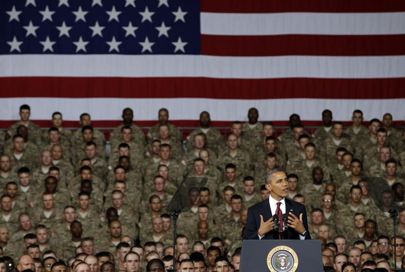 President Barack Obama speaks to troops, service-members and military families at the 1st Aviation Support Battalion Hangar at Fort Bliss Friday, Aug. 31, 2012, in El Paso, Texas.