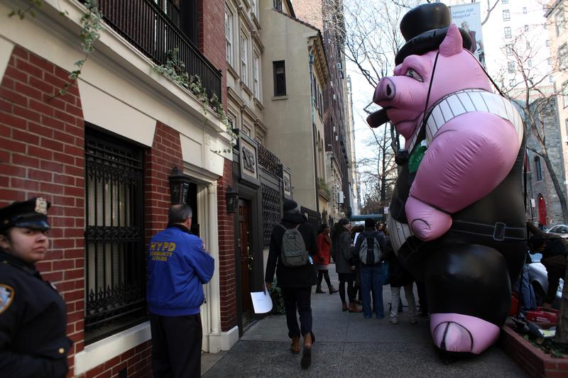 Protesters put up a inflated pig outside the home of Cablevision director Vincent Tese, claiming the company engaged in union busting.