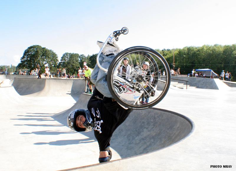 Aaron 'Wheelz' Fotheringham has just landed two back flips in a wheelchair giving him a new world record as the first person to ever complete the amazing stunt. 2007