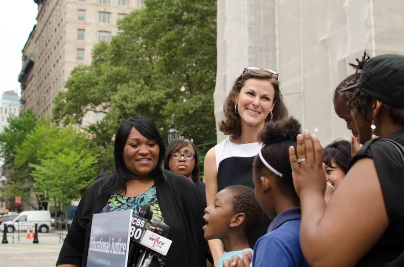 Campbell Brown, center, is helping a group of parents change New York's teacher tenure rules