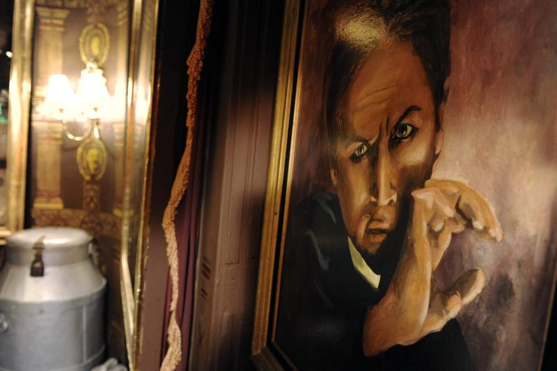 """A portrait of legendary illusionist Harry Houdini hangs in the """"Houdini Room"""" at the Magic Castle in Los Angeles, Friday, Oct. 24, 2008."""