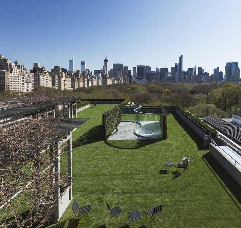 Dan Graham's installation view of Hedge Two-Way Mirror Walkabout (2014) for the Metropolitan Museum's Roof Garden