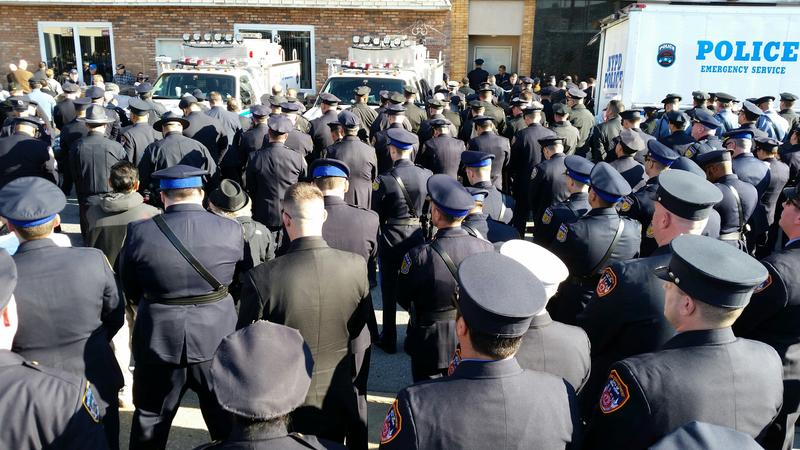 Hundreds of police officers turned their backs as Mayor de Blasio spoke at the funeral of slain officer Rafael Ramos.