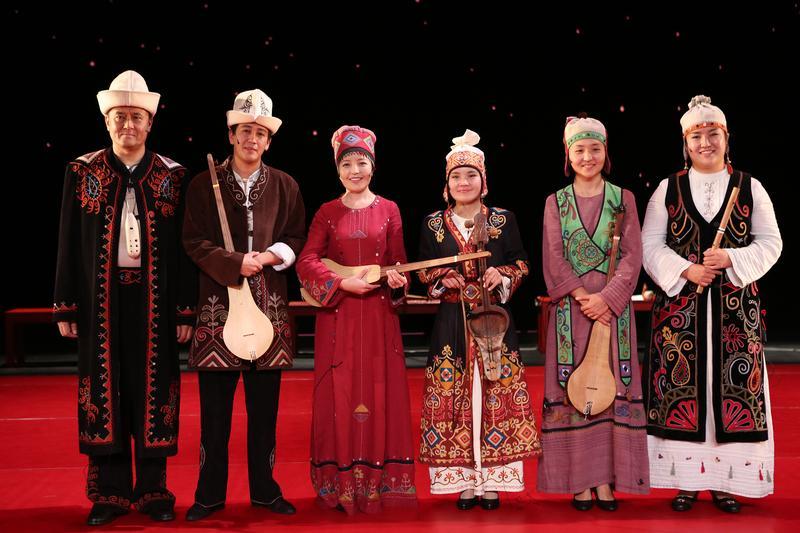 Ustatshakirt Plus (Kyrgyz music ensemble)