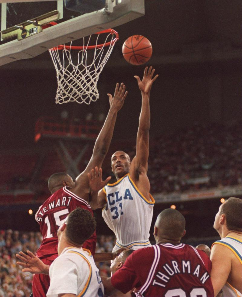 3 APR 1995: UCLA GUARD UCLA FORWARD ED O'BANNON SHOOTS OVER DWIGHT STEWART OF ARKANSAS TONIGHT DURING THE SECOND HALF OF THEIR 89-78 VICTORY IN THE NCAA FINAL AT THE KINGDOME IN SEATTLE, WASHINGTON.