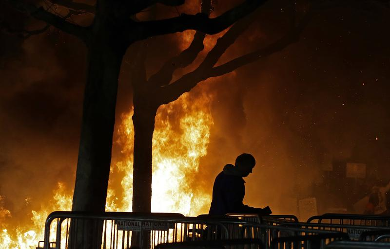 A fire set by demonstrators protesting a scheduled speaking appearance by Breitbart News editor Milo Yiannopoulos burns on Sproul Plaza on the University of California, Berkeley campus.