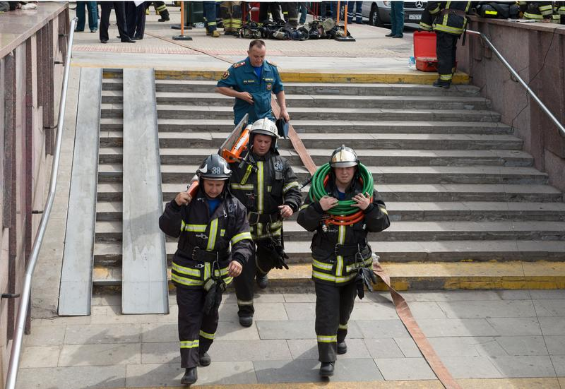 Rescuers head to evacuate passengers after several subway cars derailed in Moscow, on July 15, 2014