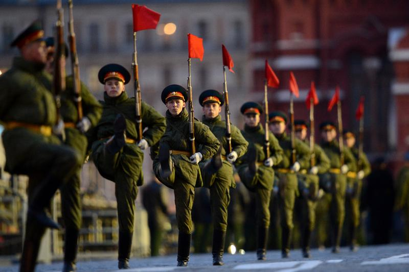 Russian soldiers march during a rehearsal of the Victory Day Parade in Moscow late on May 5, 2014.