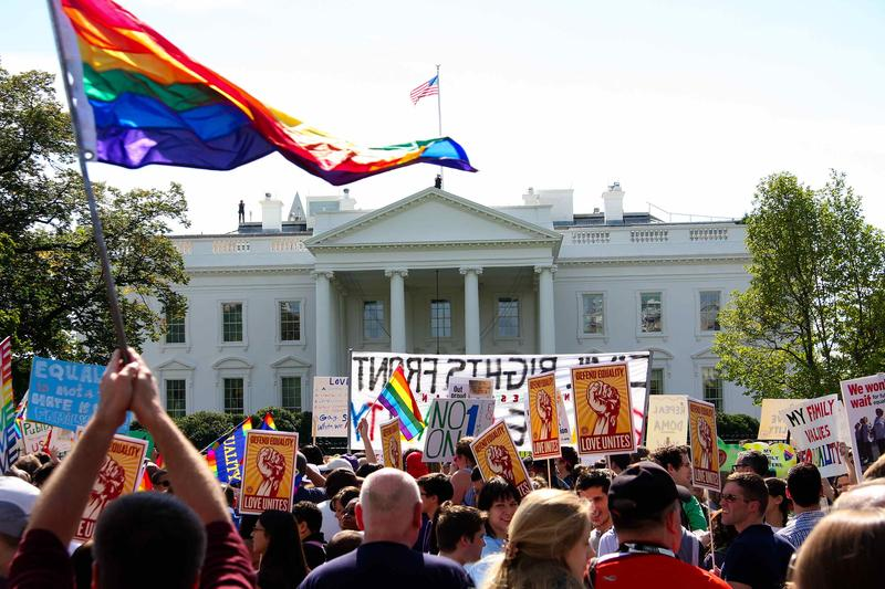 Tens of thousands of gay activists marched to demand civil rights on October 11, 2009 , a day after President Barack Obama vowed to repeal a ban on gays serving openly in the US military.