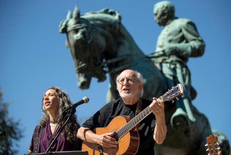 "Peter Yarrow of ""Peter, Paul and Mary"" and Bethany Yarrow, left, perform during a memorial service on Sheridan Circle in Washington, Friday, Sept. 23, 2016, for the late former Chilean Ambassador to t"