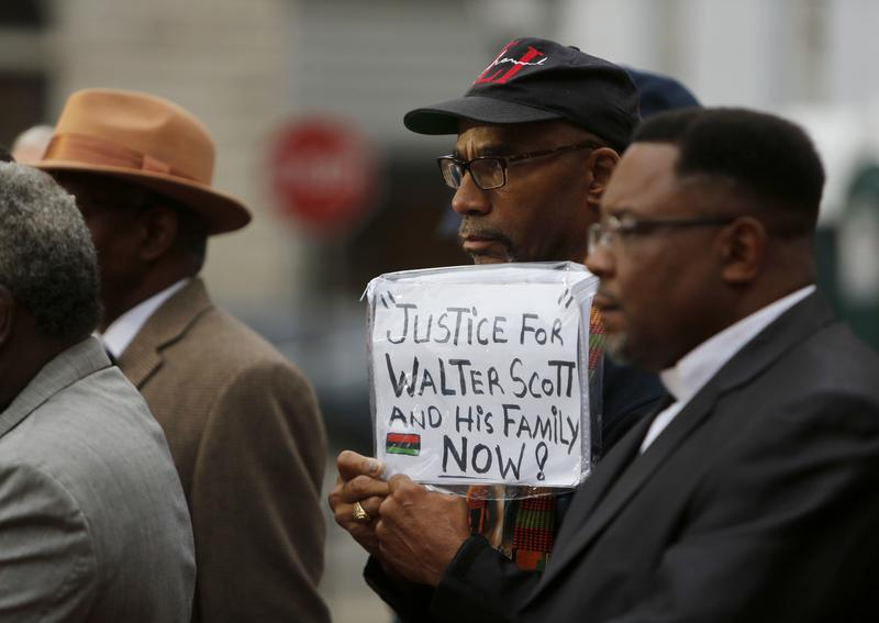 Mistrial in S. Carolina police shooting mystifies observers