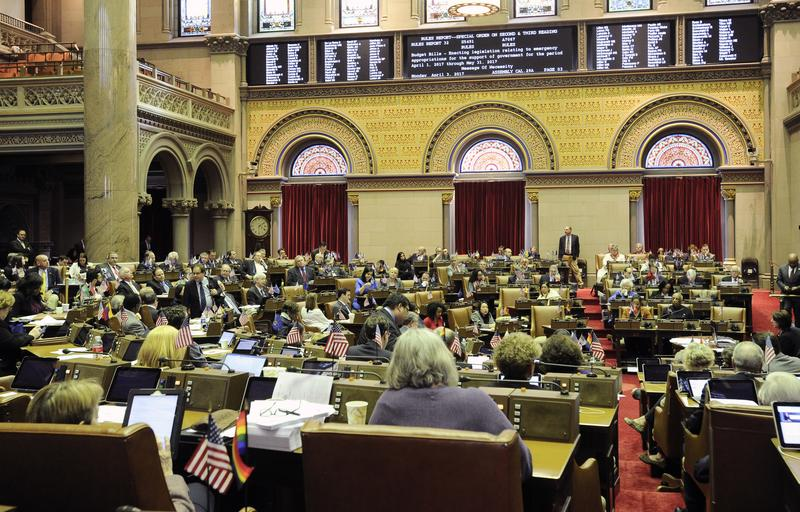 Albany unable to pass full budget; Cuomo to sign extender deal