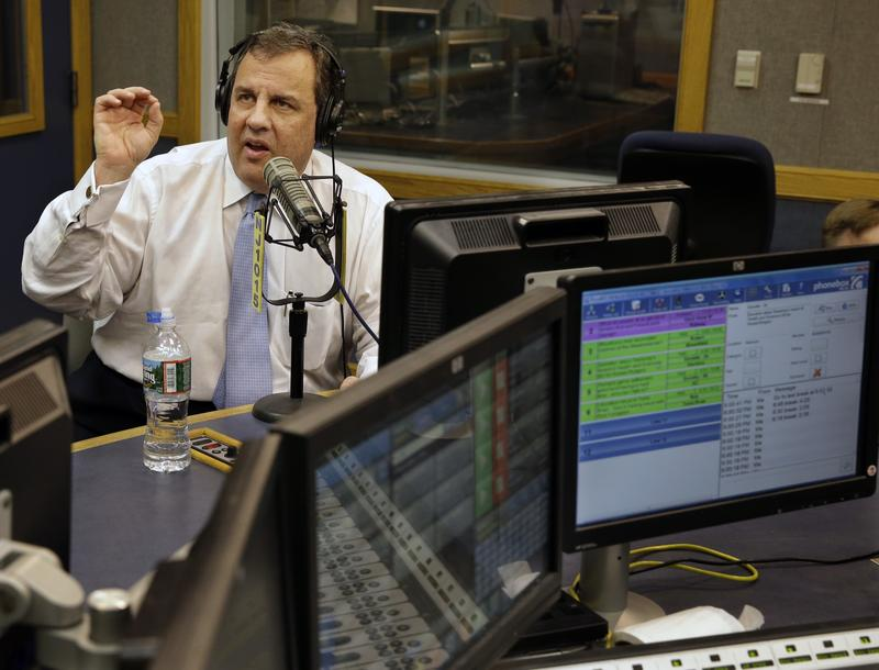 Christie takes shot at Clinton on sports radio